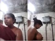 Lankan Girl Showing Bathing To Lover On Video Call