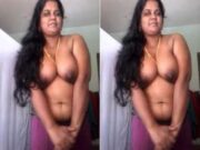 Tamil Bhabhi Showing Her Boobs