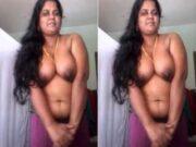 Tamil Bhabhi Showing Her Boobs