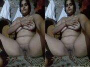 Desi Village BHabhi Recrd Her Nude Video Part 16