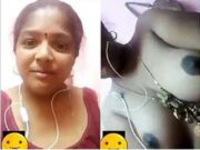 Tamil Bhabhi Showing boobs On Video Call