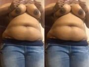Desi Girl Showing Her Boobs