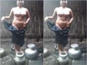 Paki Bhabhi Bathing
