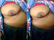 Today Exclusive- Desi Bhabhi shows Her Big Boobs