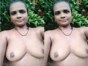 Horny Desi Bhabhi OutDoor Bathing Part 1